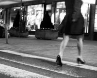 zebrastreifen - an den quellen - schellenbergpassage - beine in eile (sw) - PHOTOGALERIE WIESBADEN - wiesbaden - impressionen 3
